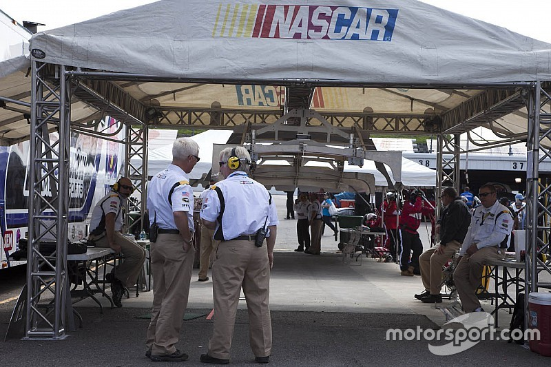 Nascar cold pass rules