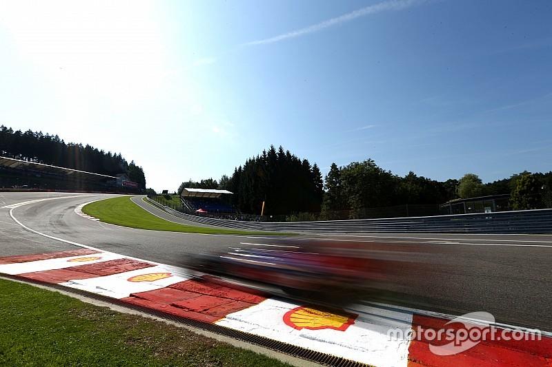 Verstappen comemora pontos após sofrer punição no grid