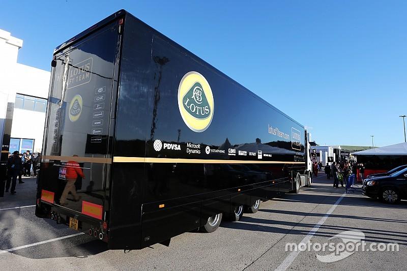 Les camions Lotus en route pour Monza