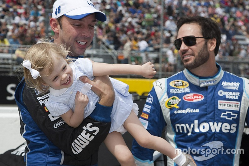 Jimmie Johnson se ve un día sin Chad Knaus