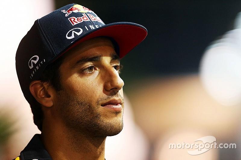 """Ricciardo dice que Mercedes """"engaña a todo el mundo"""""""