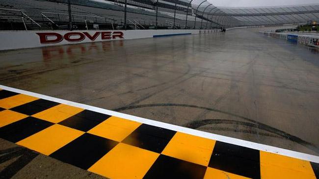 La pioggia blocca le qualifiche al Monster Mile