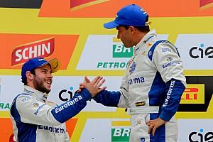 Stock Car Brasil Últimas notícias Saindo dos pits na corrida 1, Max Wilson se alegra com vitória