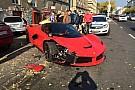 Video: LaFerrari klapt in Boedapest op drie geparkeerde auto's