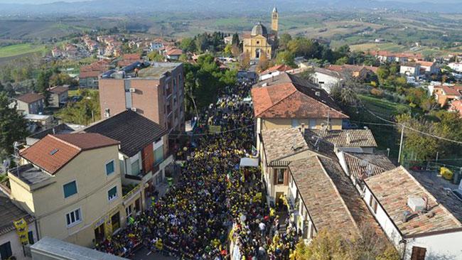 """La """"marea gialla"""" ha già invaso le strade di Tavullia"""