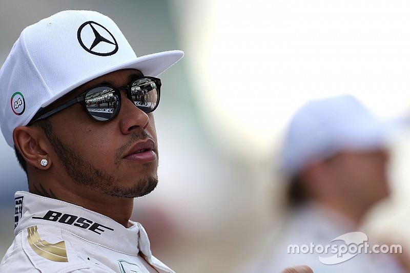 Hamilton dice que puede andar de fiesta e igual ganar carreras