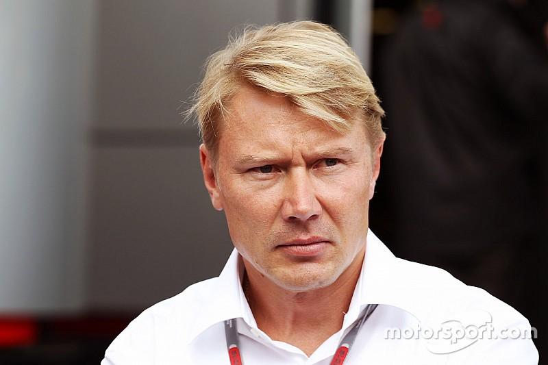 Hakkinen se aleja de su manager de siempre