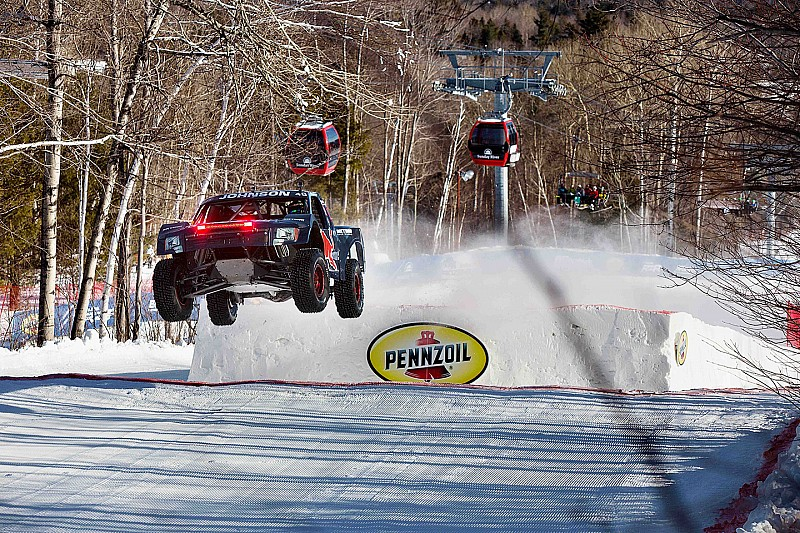 Bryce Menzies successfully defended his Red Bull Frozen Rush crown – video