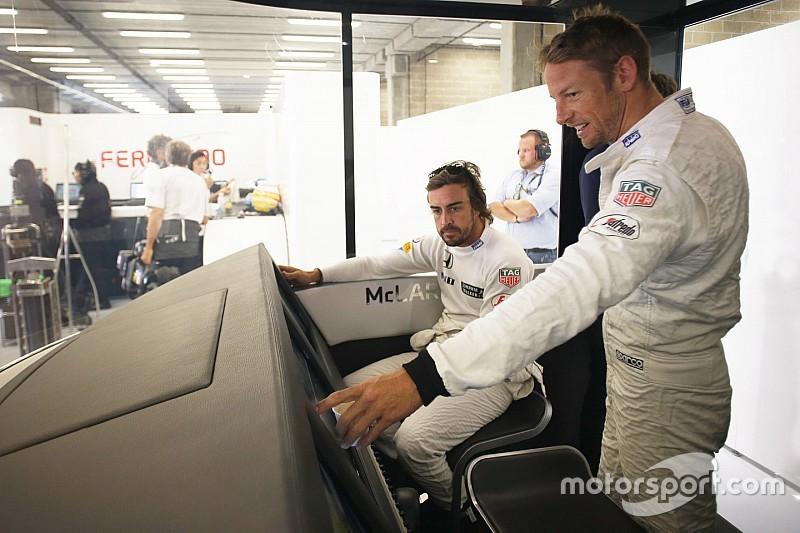 VIDEO: Button y Alonso promocionan campaña con maniobras espectaculares