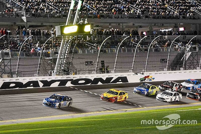 Daytona-Duels gehen an Dale Earnhardt Jr. und Kyle Busch
