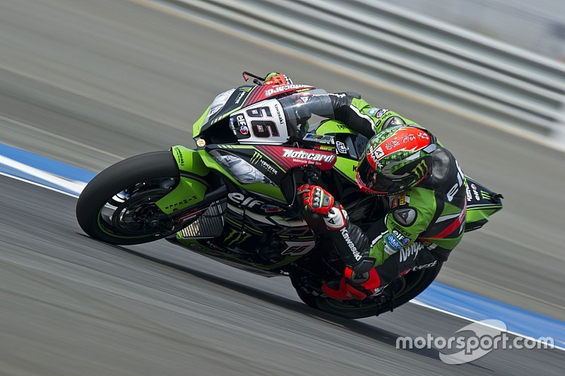 Buriram WSBK: Sykes fends off Rea to win wild battle