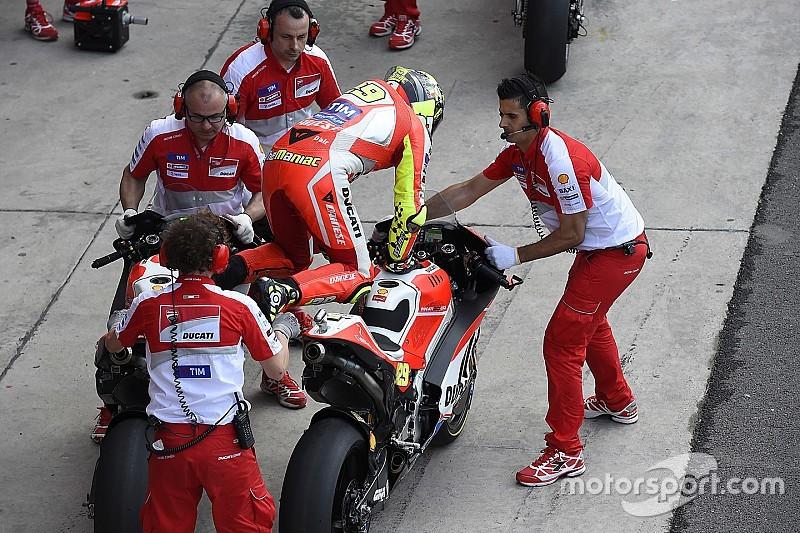 Rossi, Marquez voor lagere snelheid in pitstraat na incident Bautista