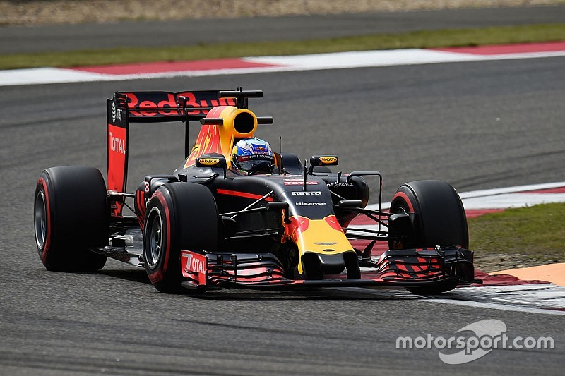 "Ricciardo: ""Ojalá podamos luchar con los Ferrari"""