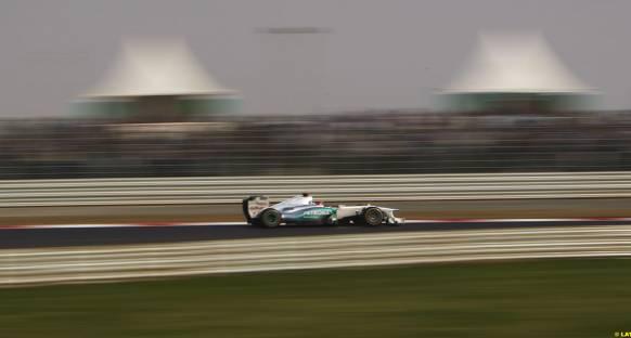 Schumacher: Tozlu pist geçişi zorlaştıracak