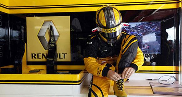 'Renault'dan Kubica'ya rakip araçla ralli izni çıkmadı'