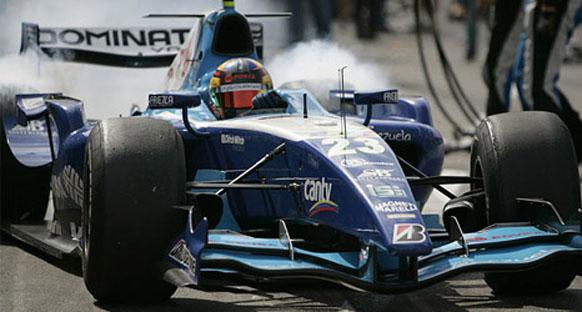 Olaylı yarışı Maldonado kazandı