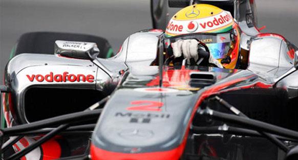 Hamilton zor yarışı kazanmayı başardı