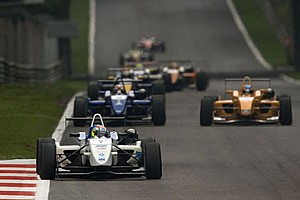F3 Son dakika Abay Thruxton testini önde bitirdi