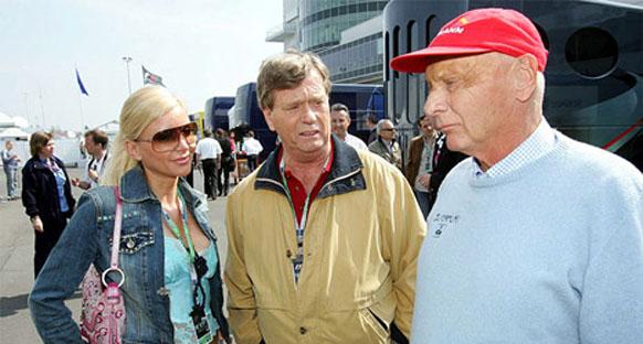 Lauda Ferrari pilotlarını suçladı