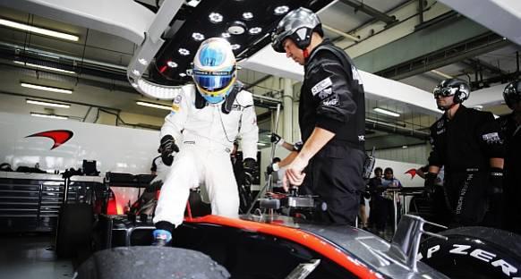 McLaren rotayı 2016'ya çevirmemekte ısrarlı