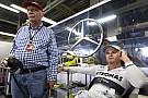 Lauda: Rosberg, Hamilton'ın momentumunu kırmalı