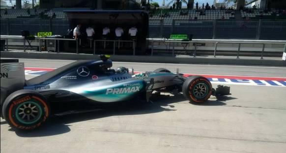 Malezya'da Rosberg sorunsuz ve hızlı başladı