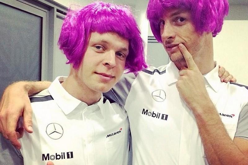 Баттон и Магнуссен надели парики