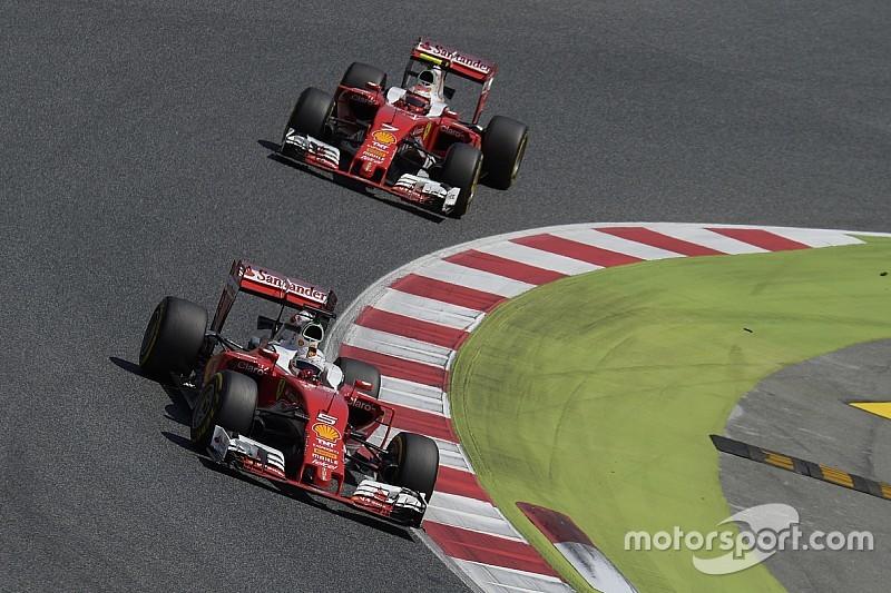 Geen voorkeursbehandeling Raikkonen ondanks voorsprong op Vettel