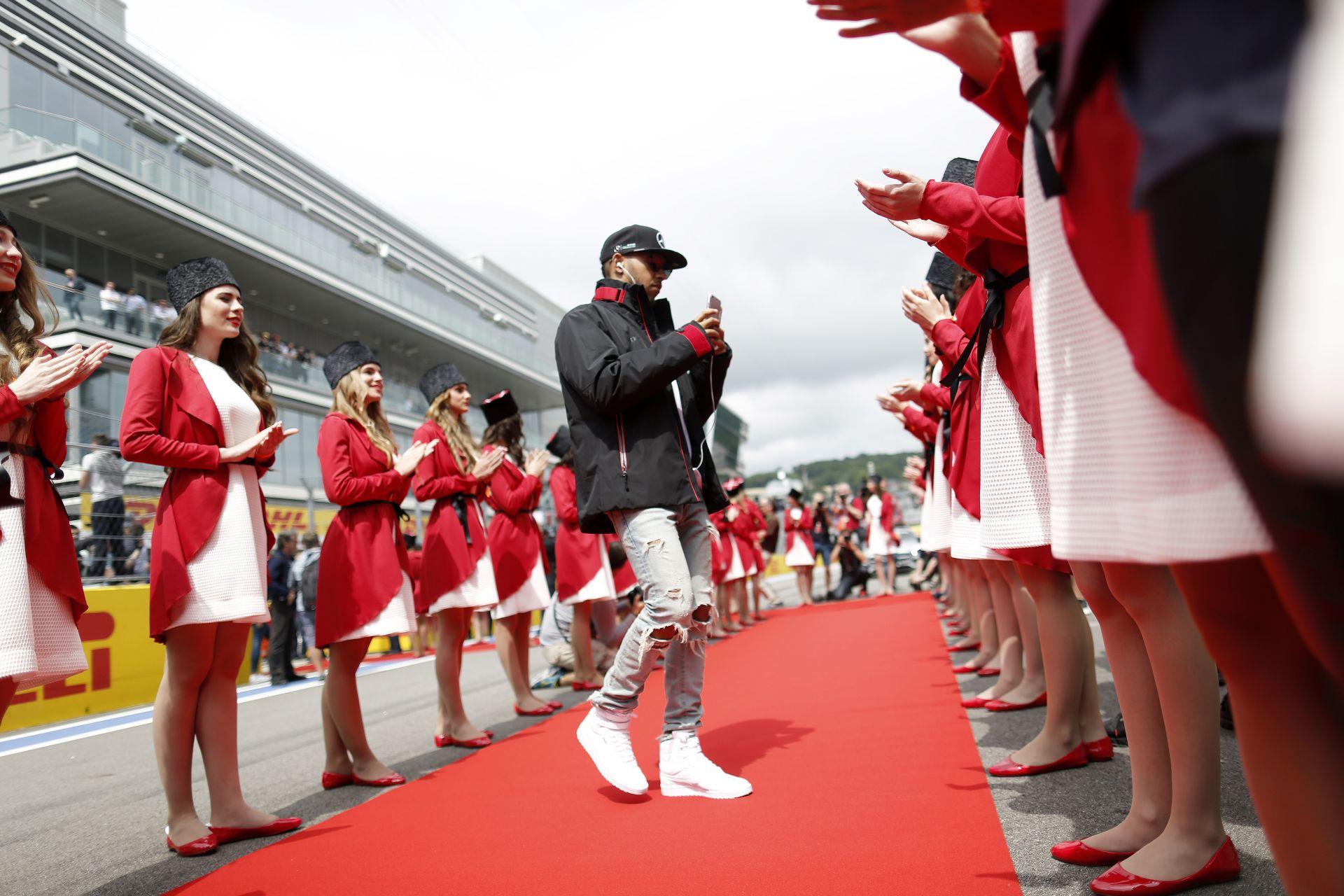 Ecclestone szerint Hamilton lesz a bajnok, míg Villeneuve úgy látja, már nem igazán fontos neki a siker