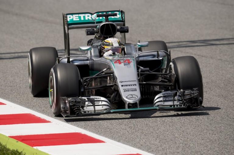 Brutális idővel nyerte meg az időmérőt Hamilton Rosberg és Ricciardo előtt Barcelonában: nagy pofon a Ferrarinak