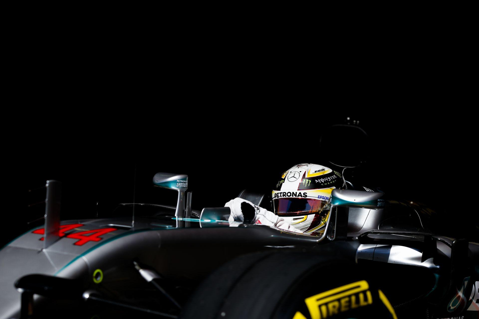 A Mercedesnél nem dobálják ki a játékokat a babakocsiból