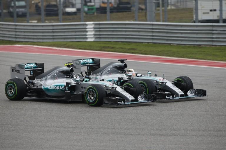 Így szavaztatok Ti a Hamilton-Rosberg balesetről: kemény végeredmény!