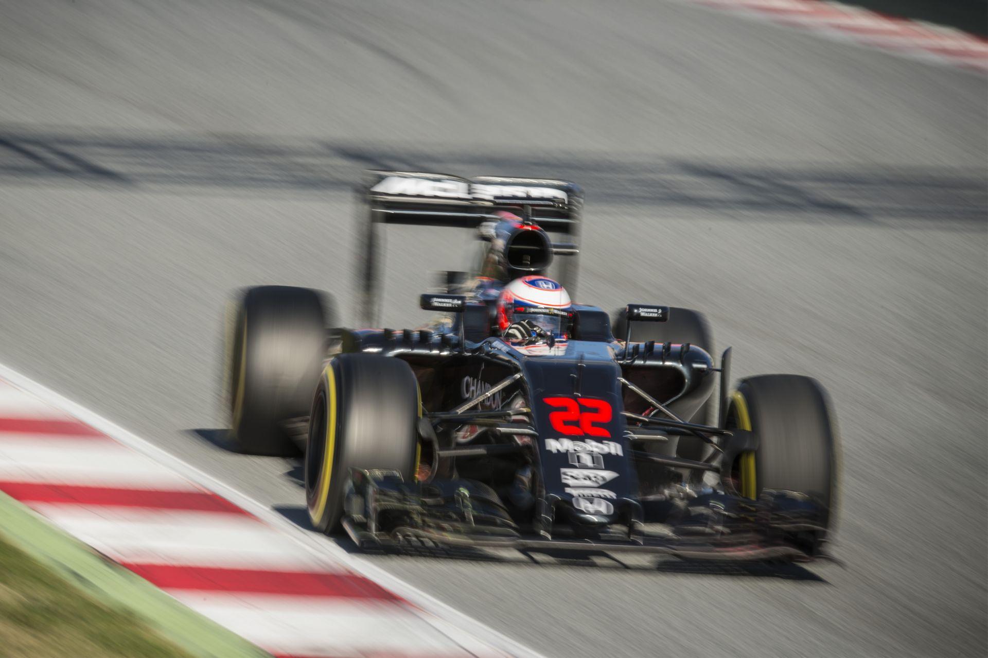 Button szerint nincs olyan pilóta a mezőnyben, aki elég jó lenne a helyére a McLarennél