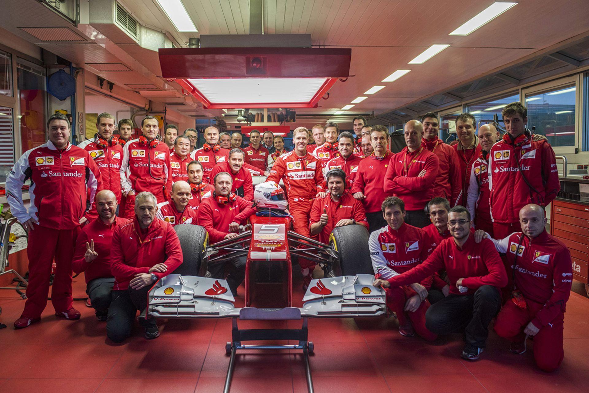 Mini BRÉKING: videón, ahogy beindítják a 2016-os F1-es Ferrarit