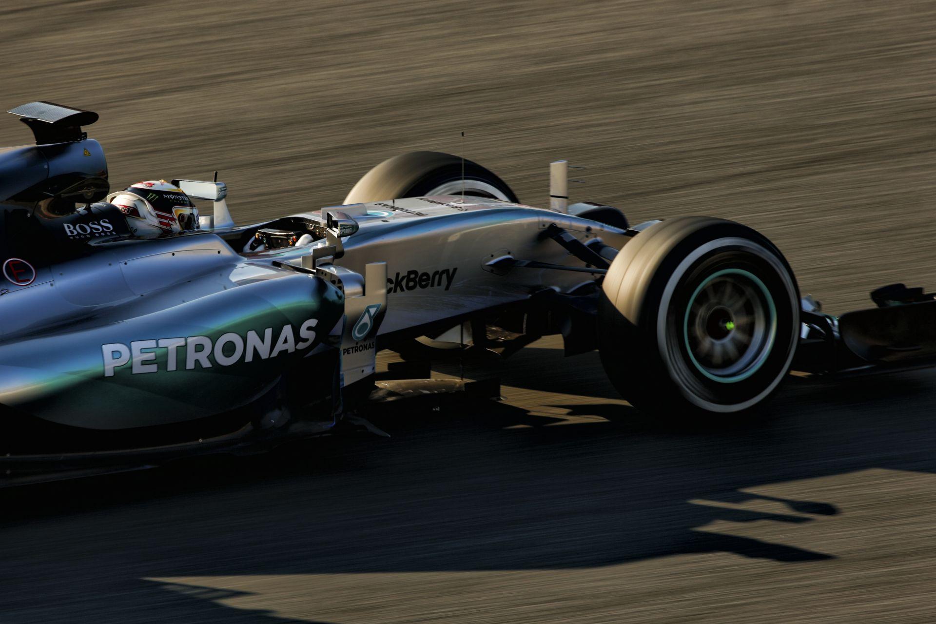 Eljött a nagy nap a Mercedesnél: ma pályára gurul Hamilton és Rosberg új autója