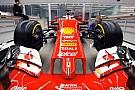Videón, ahogy felmatricázzák a 2016-os F1-es Ferrarit: Arrivabene és Vettel is ott volt