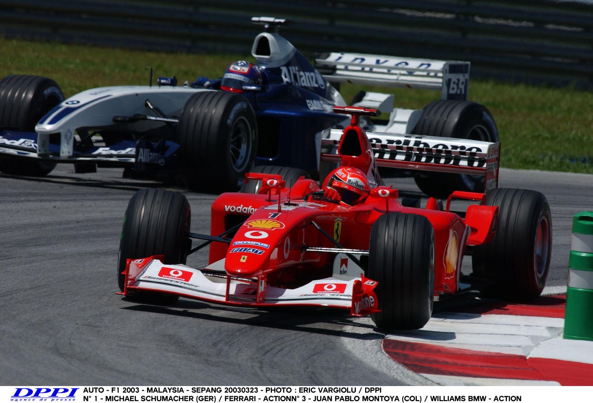 Schumacher ütközik, aztán beindul: F1 2003