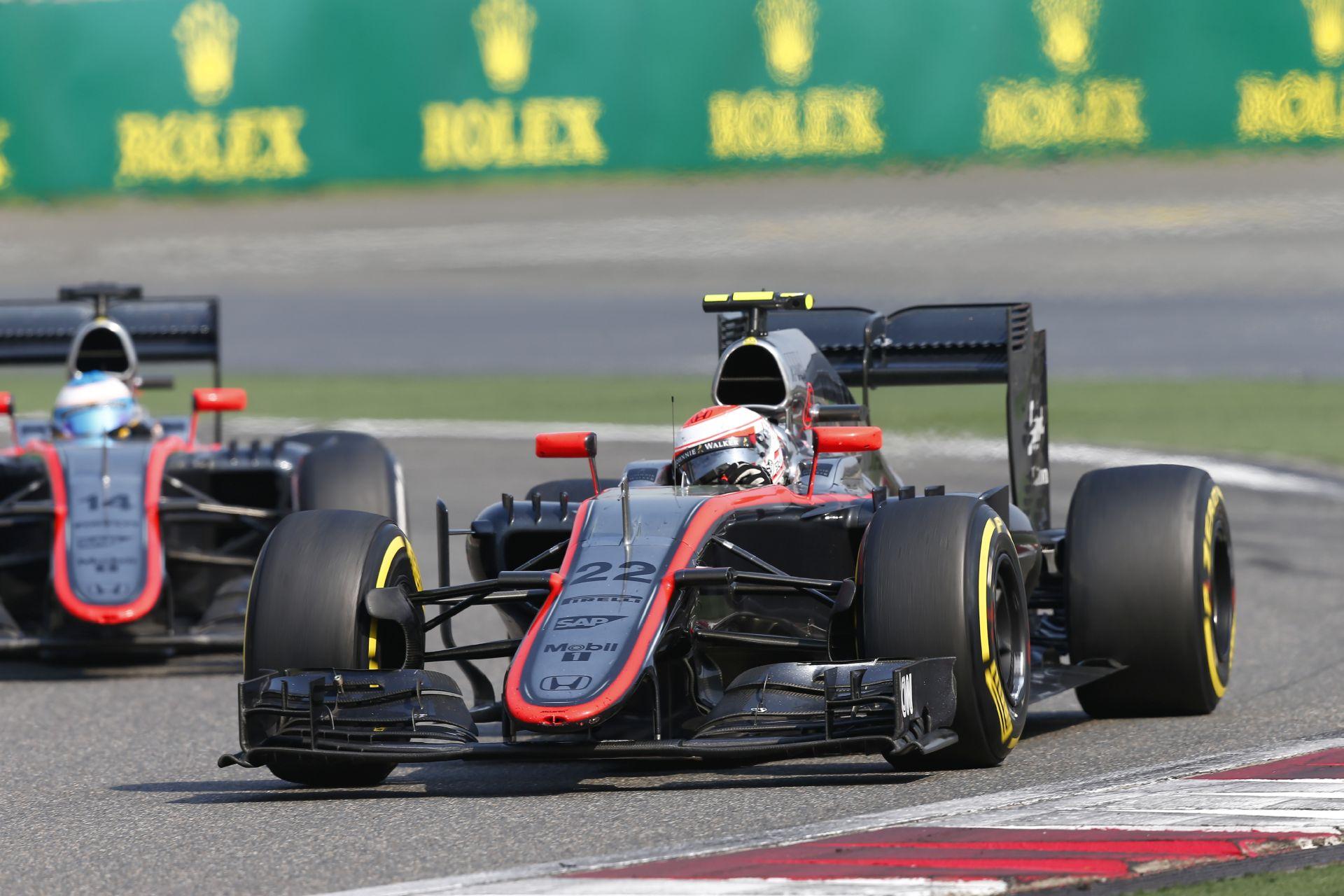 Jó hír: a 2016-os McLaren-Honda is átment a törésteszteken