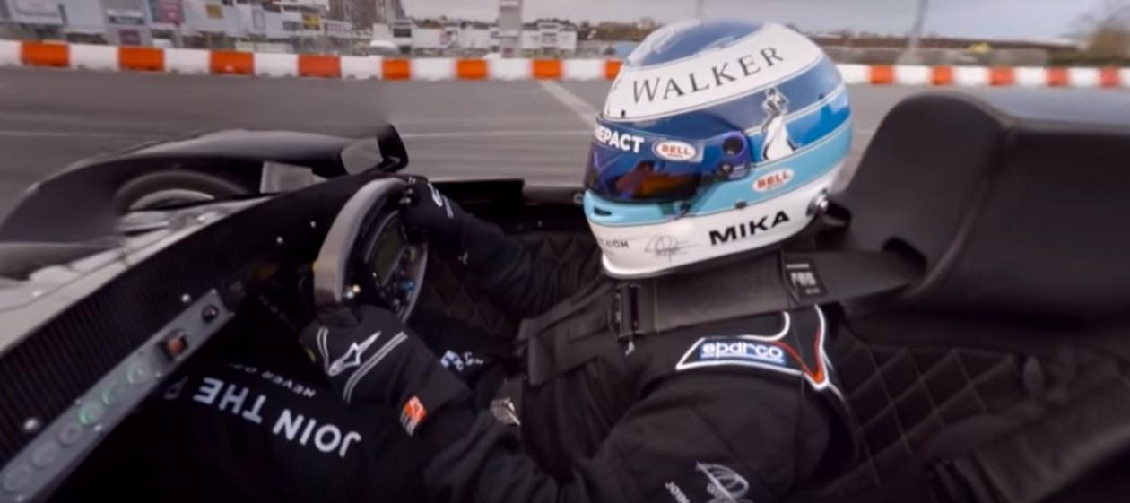 Egy 360 fokos videó Hakkinen csapatásáról: állítsd be TE a kamerát!