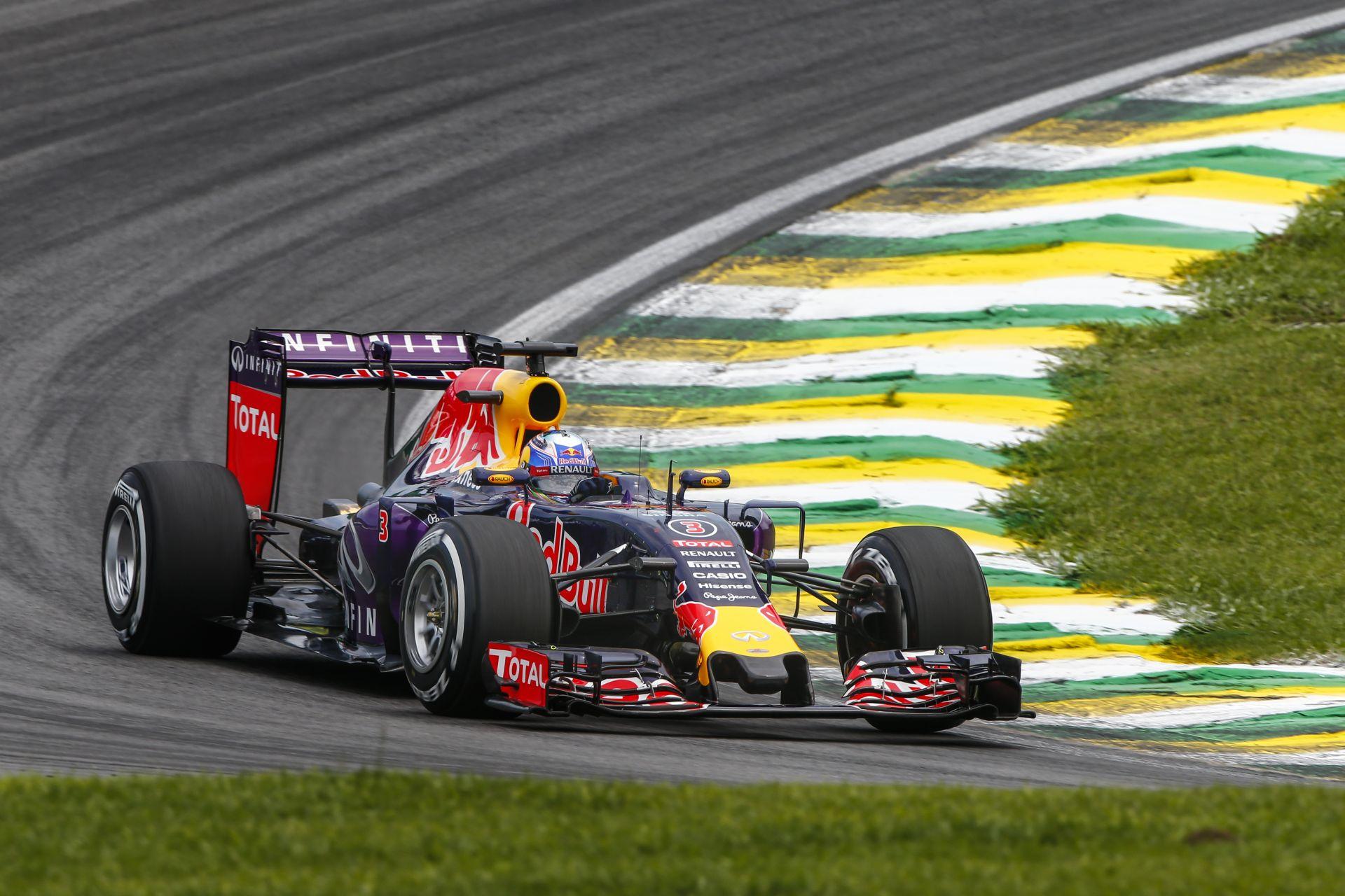A Red Bull Abu Dhabiban a régebbi motorok mellett döntött!