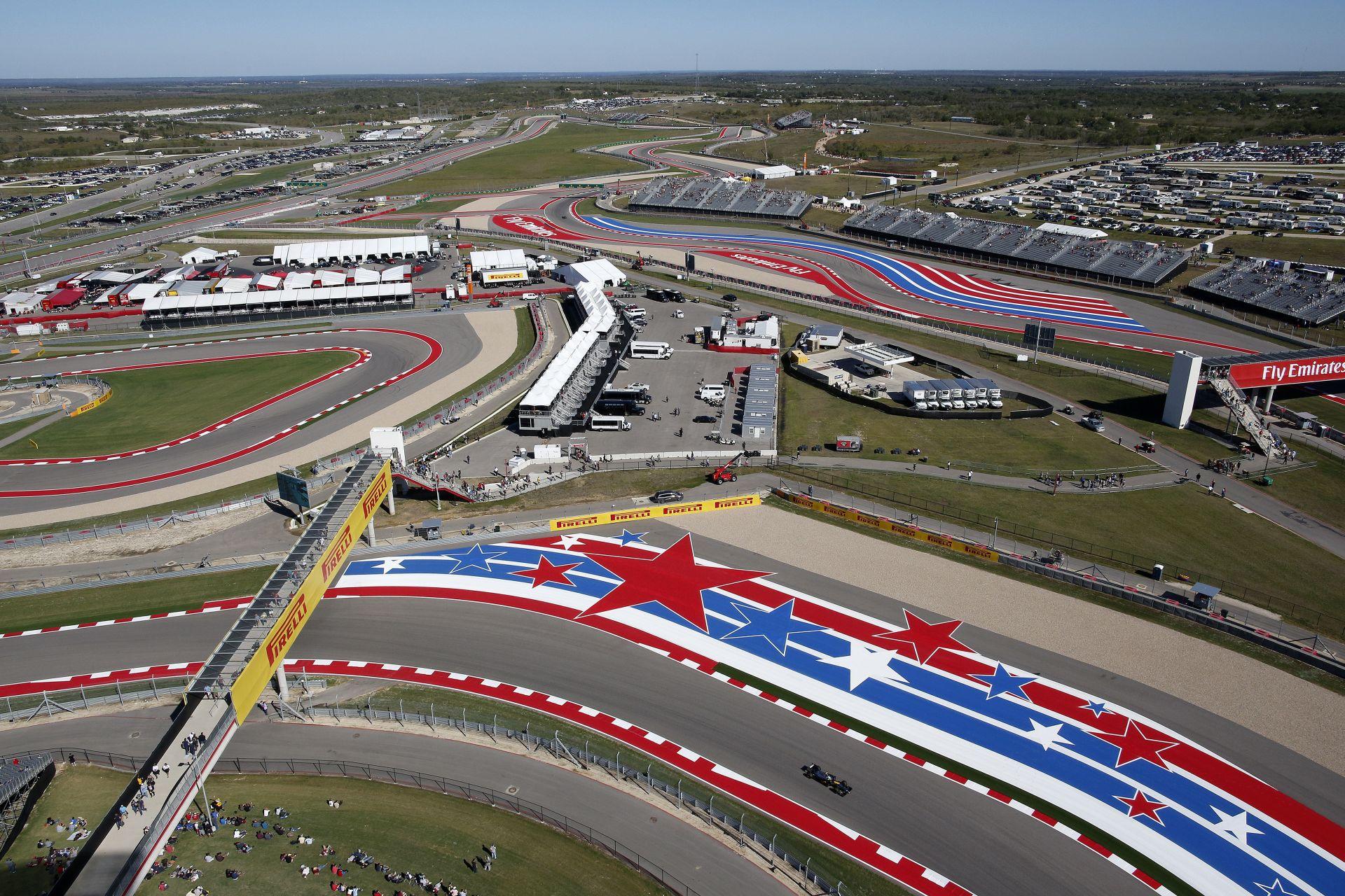 Helikopter nézetből a nagyon király F1-es amerikai versenypálya