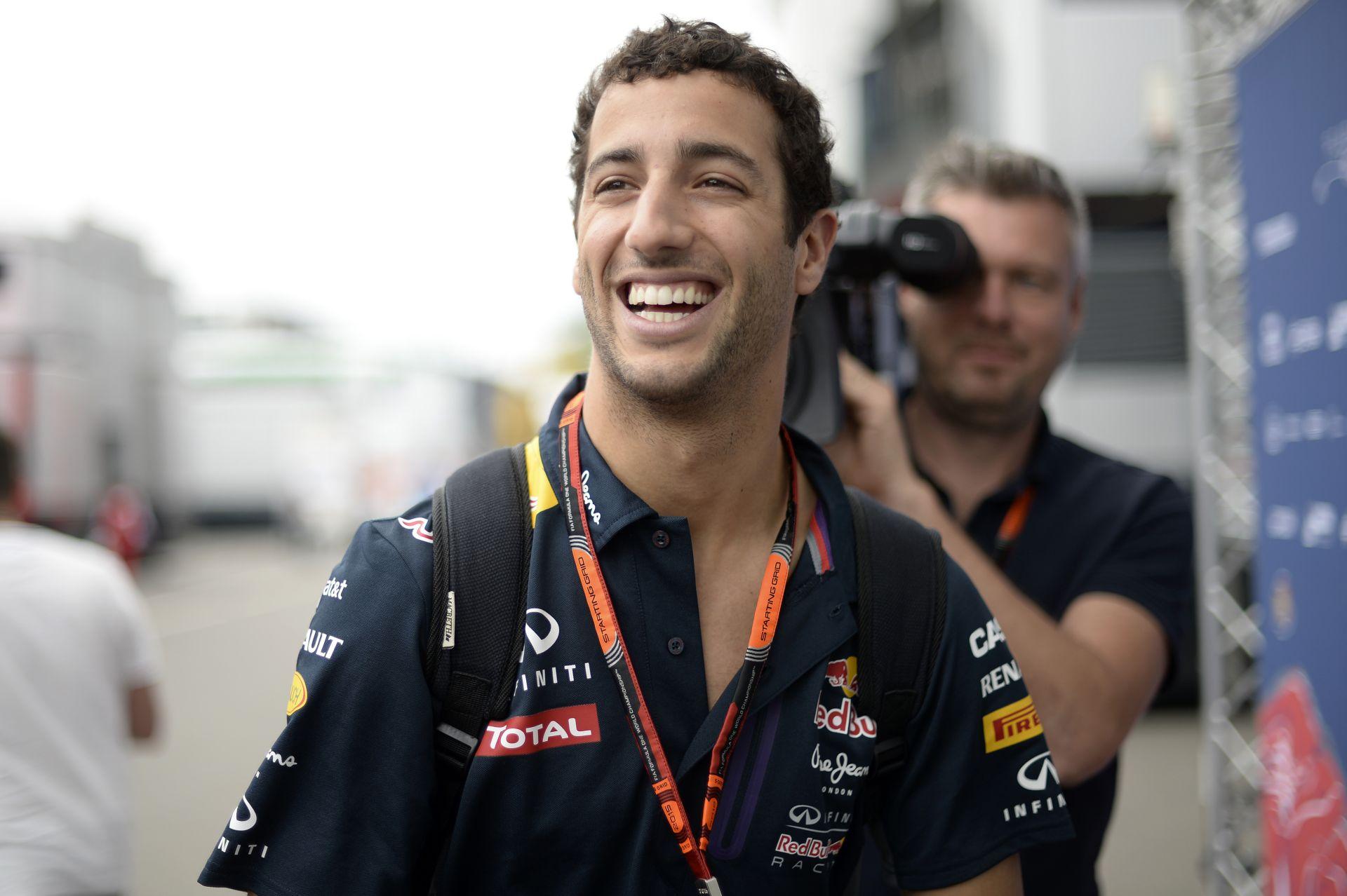 Megnézed, és sírsz a nevetéstől: Ricciardo már megint odatette magát az autóban