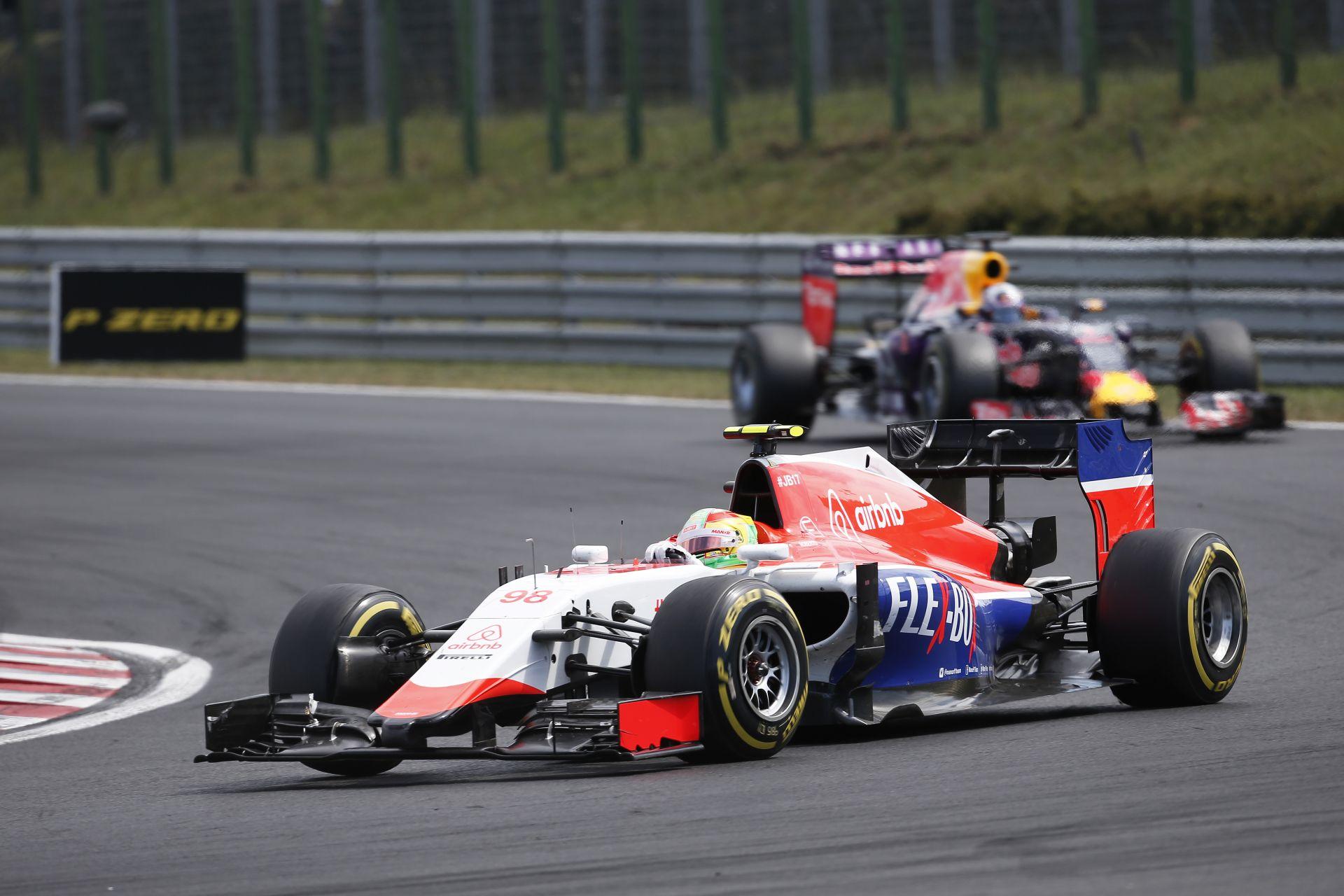 A jelenet, amikor Merhi majdnem belerohan Raikkönen Ferrarijába