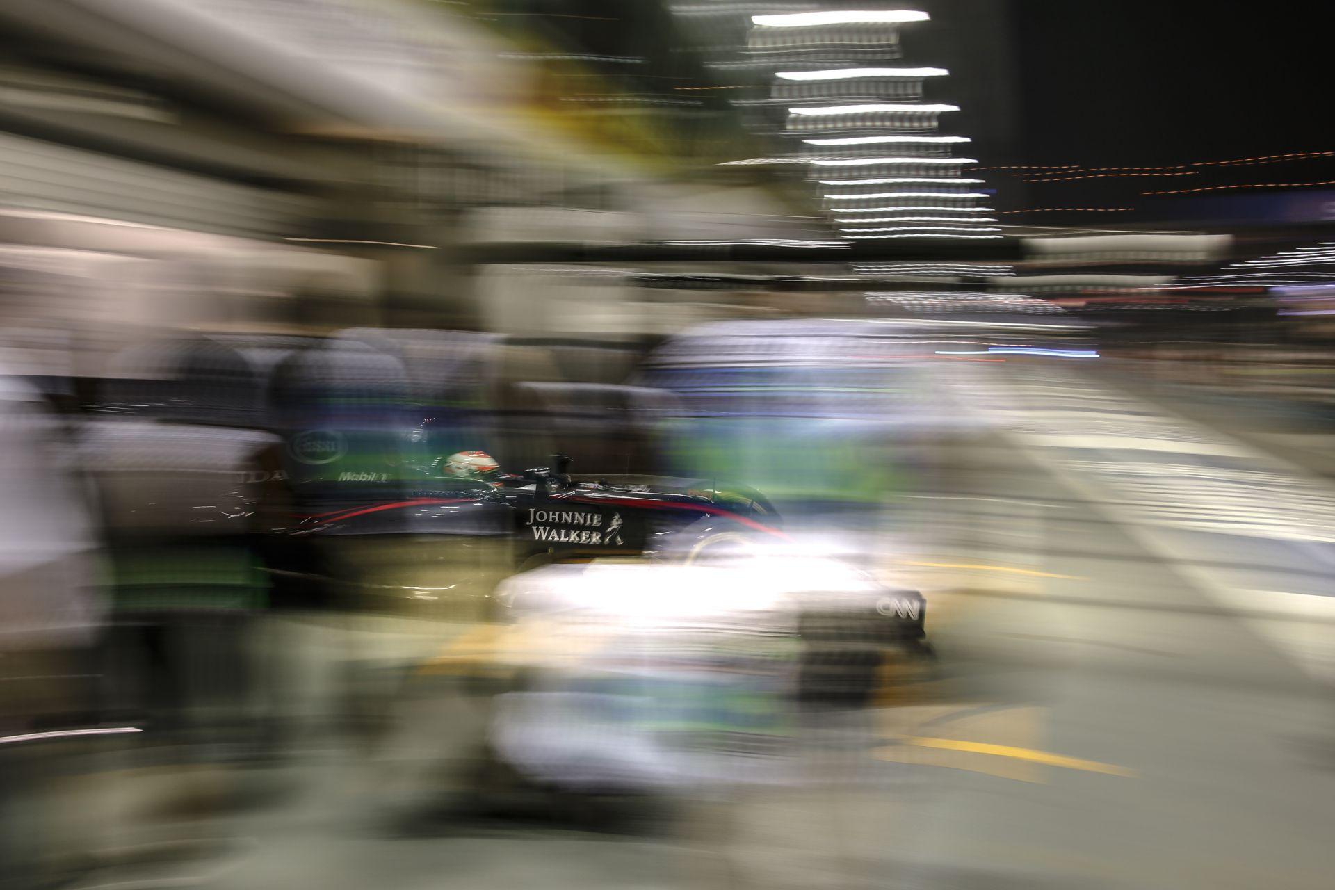 Alonso és Button is a TOP 10-ben végezne az időmérőn és a futamon is Szingapúrban!