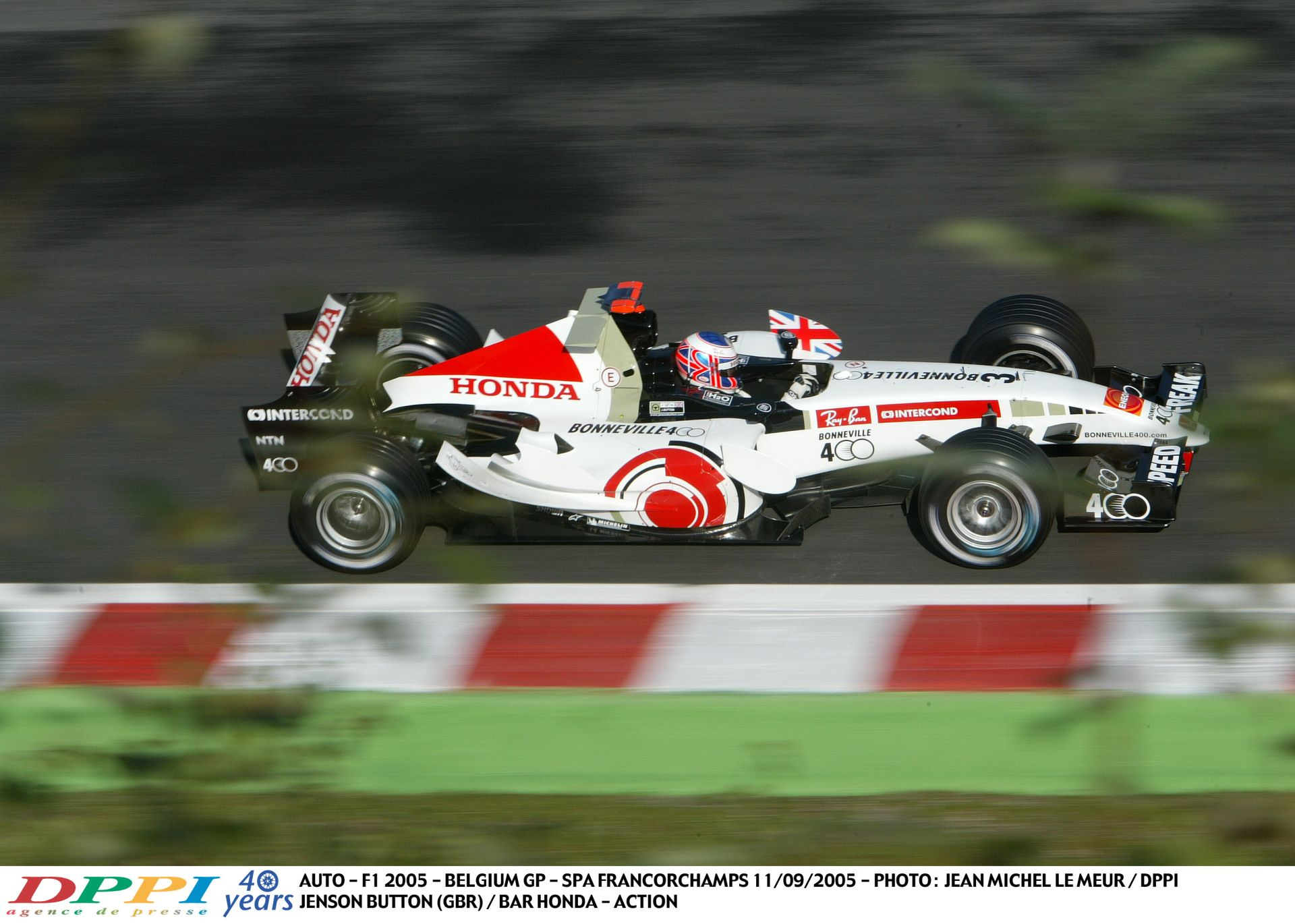 Button nagyon keményen tolja neki a Hondával Spa-Francorchampsban