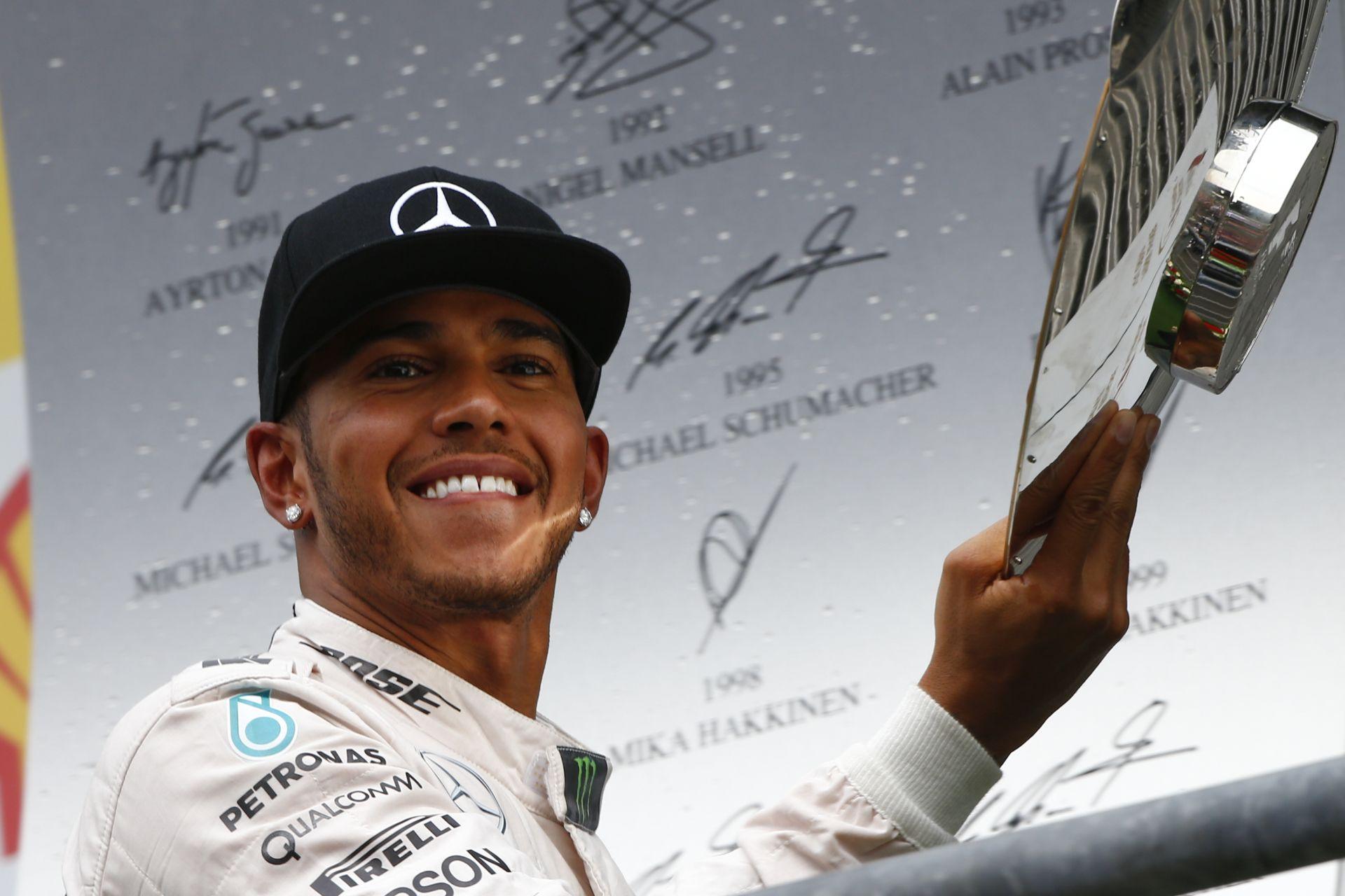 Hamilton: Amikor gyorsabb voltam Alonsonál, Ő mindig az autóban kereste a hibát...