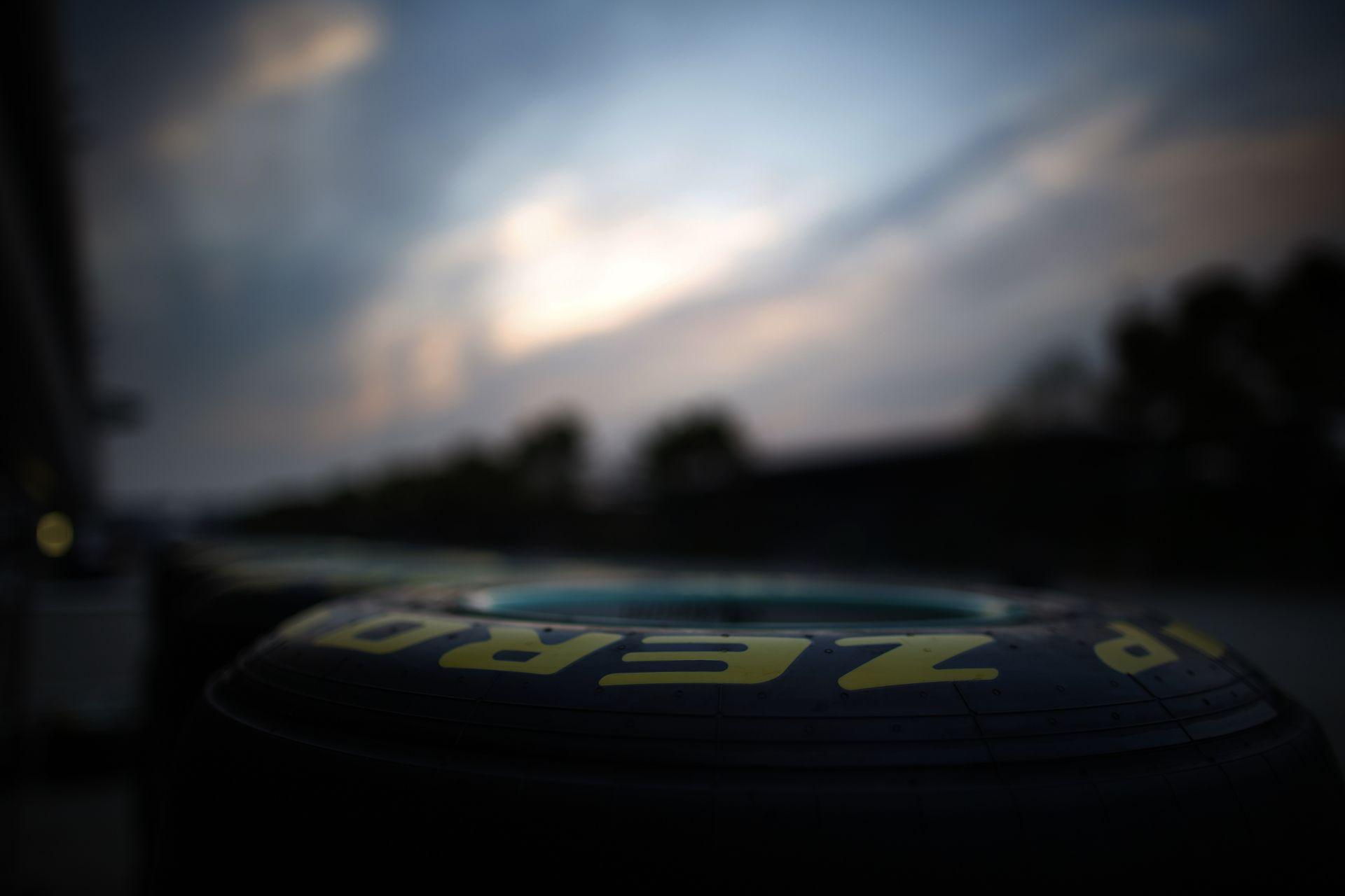 Hivatalos nyilatkozat a Pirellitől Vettel defektjét követően