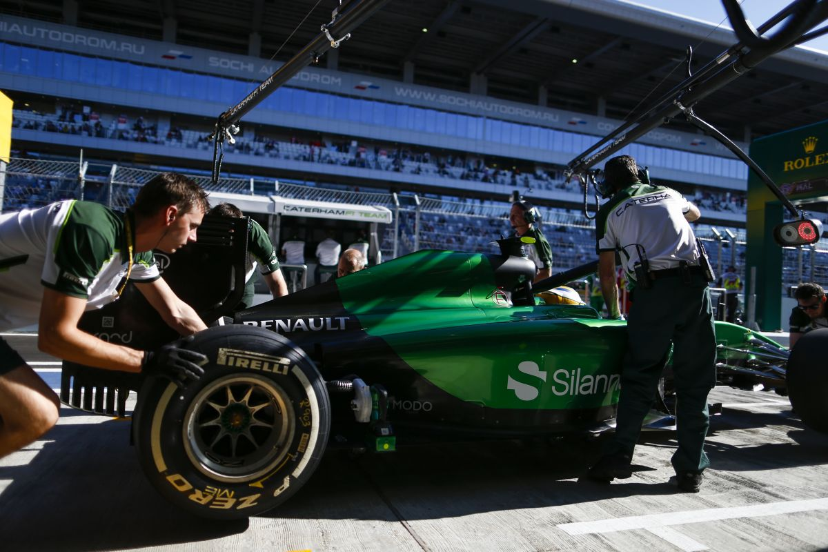 Ecclestone is tud kegyes lenni: ingyen szállították a Caterham felszerelését Abu Dhabiba