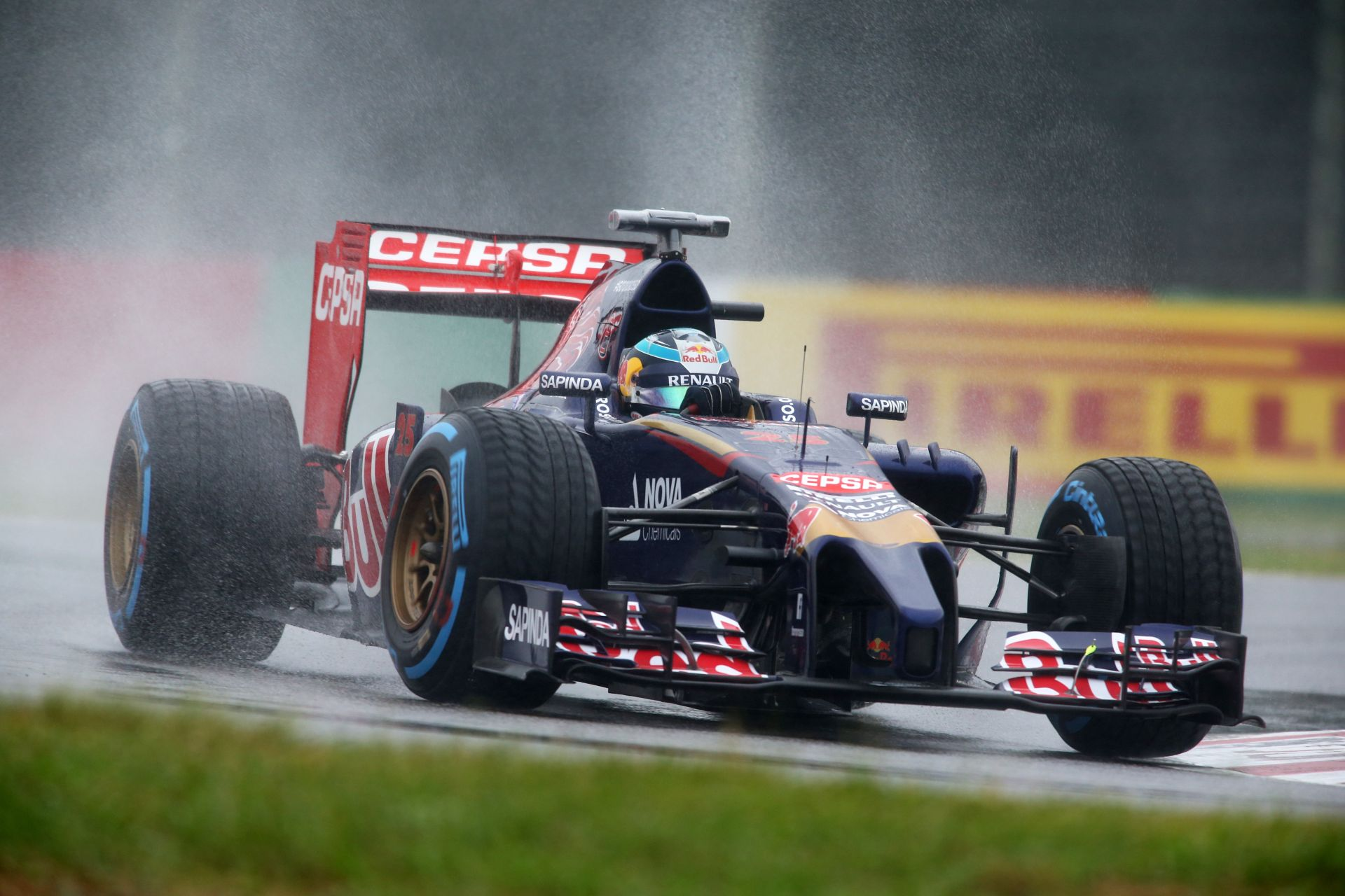 A Red Bull megerősítette, biztosan az egyik junior versenyzőjük lesz a 17 éves Verstappen csapattársa a Toro Rossónál az F1-ben