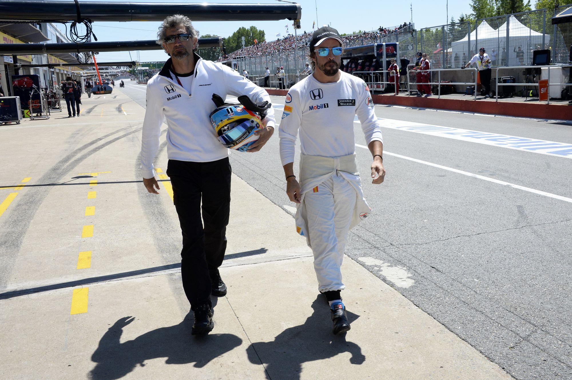 Alonso joggal borult ki a rádióban, az is kiderült, hogy célba ért volna